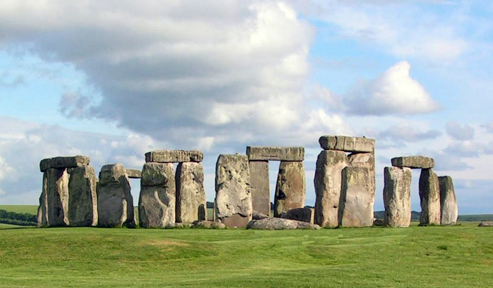 Picture of Stonehenge under a blue sky